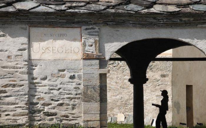 Usseglio - ingresso dell'Antico Complesso  Parrocchiale - foto Enzo Isaia